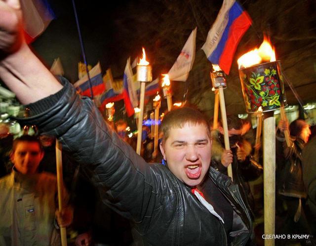 Представители русских общин провели антиукраинское факельное шествие в Крыму 3 (640x498, 51Kb)