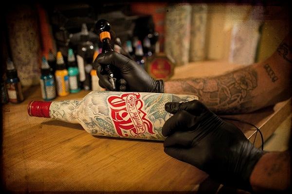 татуированные бутылки Sebastien Mathieu 2 (600x399, 181Kb)