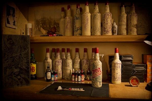 татуированные бутылки Sebastien Mathieu 4 (600x399, 194Kb)