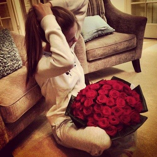Красивые девушек со спины с цветами