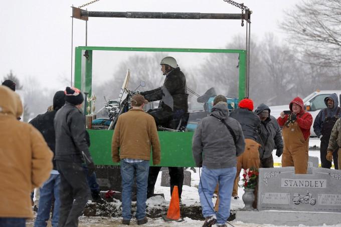 байкера похоронили на мотоцикле 4 (680x453, 230Kb)