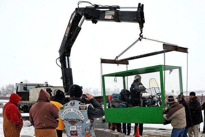 байкера похоронили на мотоцикле 6 (680x453, 245Kb)