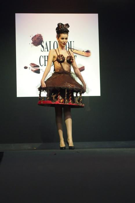 Salon du Chocolat шоколадная мода в брюсселе 6 (466x700, 182Kb)