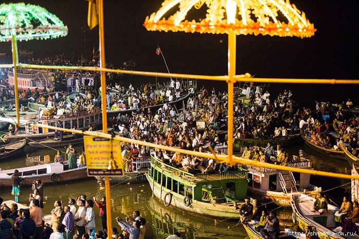 India Varanasi Arati 2014 (01) (700x466, 405Kb)