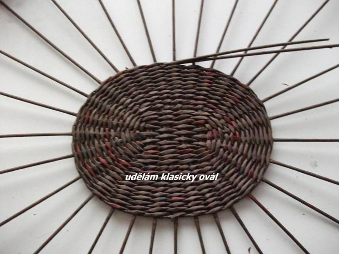 Плетение из газет. Цветочное настенное кашпо (1) (700x525, 310Kb)