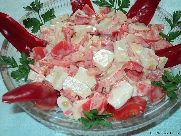 Салат чесночный с крабовыми палочками