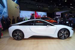 BMW i8 ���� � ������������ (250x166, 11Kb)