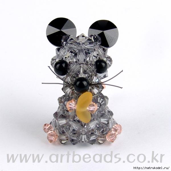 Очаровательная мышка из бисера