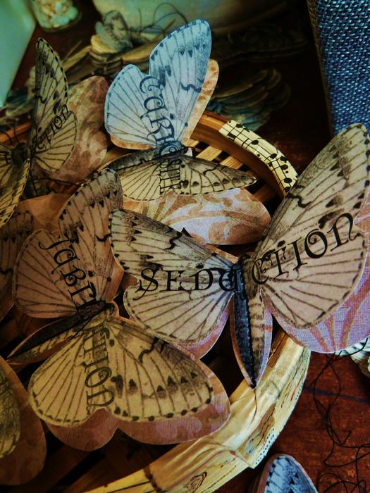 Бабочки из журнальных страниц (7) (525x700, 527Kb)