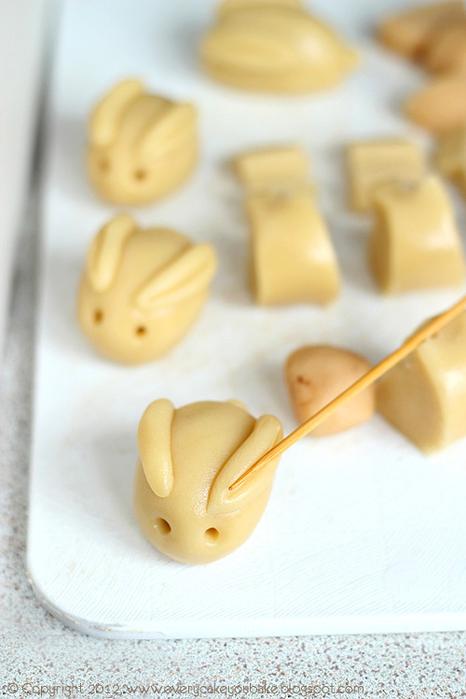 пасхальные кролики с марципаном (2) (466x700, 290Kb)