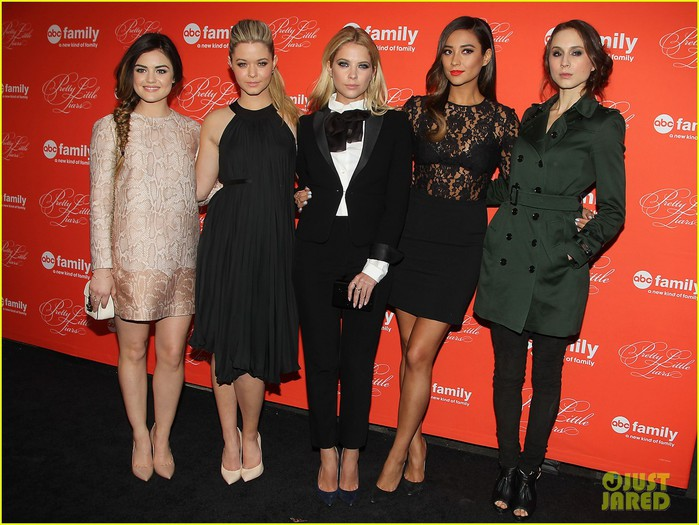 pretty-little-liars-cast-presents-finale-episode-at-nyc-live-read-03 (700x525, 108Kb)