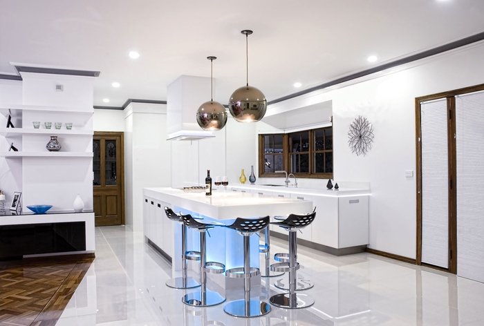 Amazing-Modern-Kitchen-Bar-with-Round-Chandelier-also-Fancy-Bar-Stools (700x472, 227Kb)