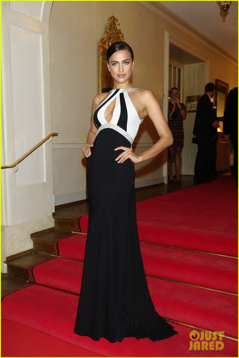 irina-shayk-assets-plunging-neckline-gala-spa-awards-2014-10 (466x700, 59Kb)