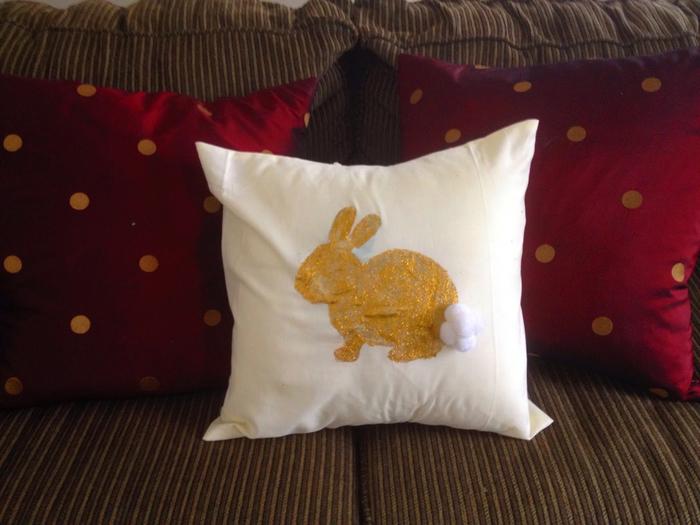 Украшение подушек и сумочки пасхальными зайцами (2) (700x525, 336Kb)