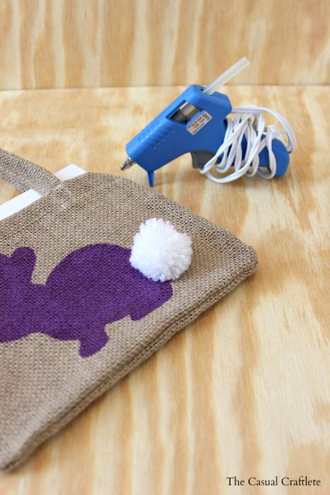 Украшение подушек и сумочки пасхальными зайцами (8) (466x700, 329Kb)