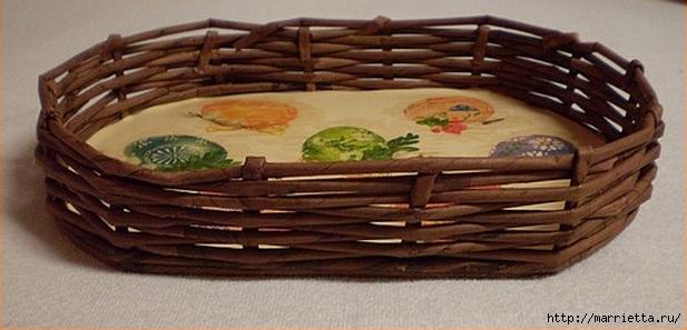 Плетение из газет. Корзинка для пасхальных яиц. Мастер-класс (8) (617x297, 120Kb)