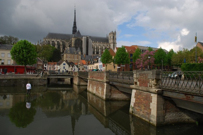 3418201_Cathedrale_NotreDame_AMIENS_Picardie___0_403cb_82422356_XL (700x468, 83Kb)
