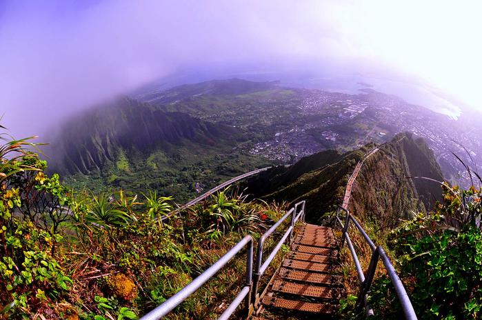 9. США, Гавайи. Лестница в небо (700x464, 464Kb)