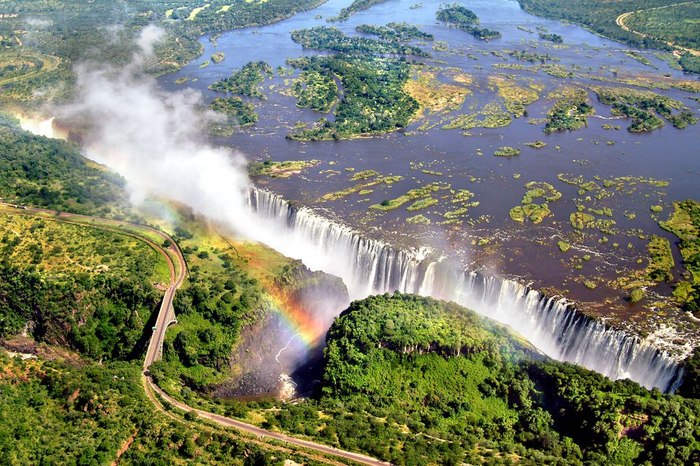 13. Зимбабве. Водопад Виктория (700x466, 515Kb)