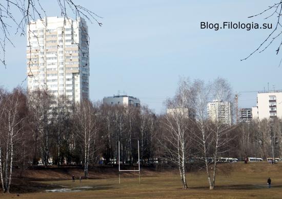 Вид на окрестные дома из парка Дружбы у станции метро Речной вокзал в Москве/3241858_doma09 (550x389, 118Kb)