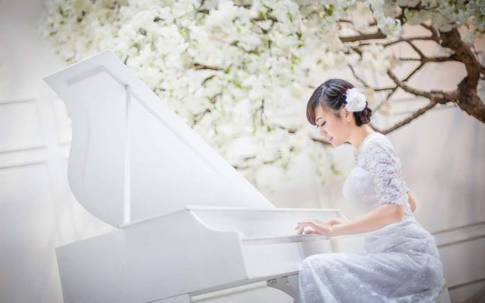 девушка-за-роялем (700x437, 28Kb)