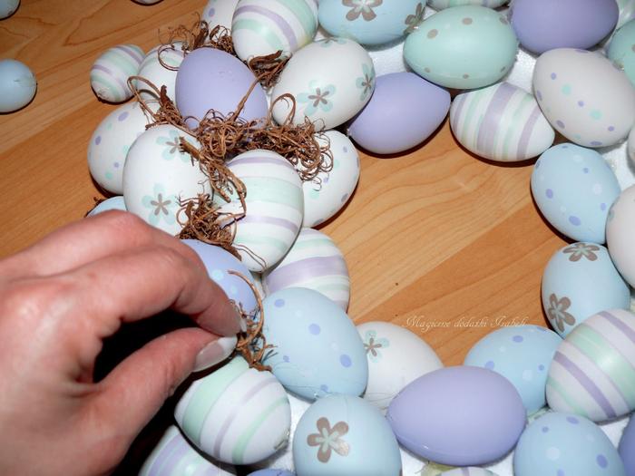 Нежный пасхально-яичный веночек (8) (700x525, 373Kb)