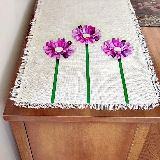Салфетка из мешковины с цветами из ленточек (12) (550x550, 362Kb)