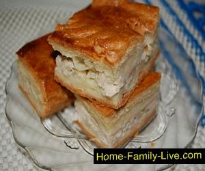 Пирог из сметанного теста с курицей