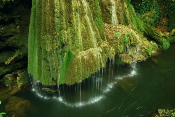 красивый водопад бигар румыния 1 (700x468, 252Kb)