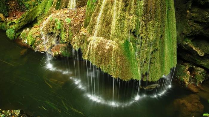красивый водопад бигар румыния 2 (700x394, 342Kb)