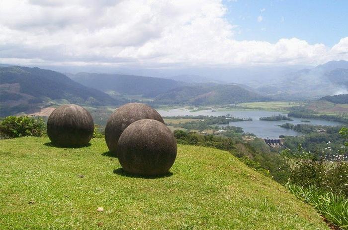 costa-rica-stone-spheres-2 (700x462, 144Kb)