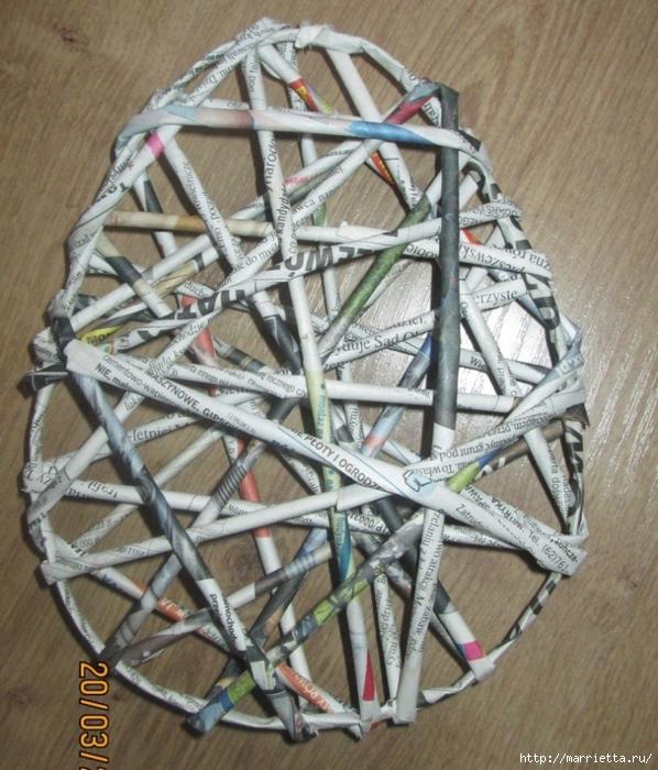 Декоративные панно в форме пасхального яйца из газетных трубочек (10) (598x700, 349Kb)