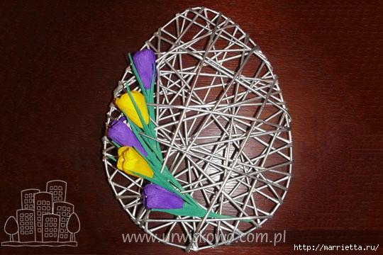 Декоративные панно в форме пасхального яйца из газетных трубочек (13) (540x360, 152Kb)