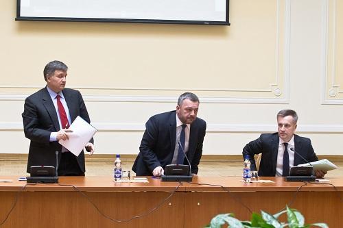 Пресконференция в Киеве 3  апреля  Олег Махницкий, Арсен Аваков,  Валентин Наливайченко (СБУ) (500x333, 23Kb)