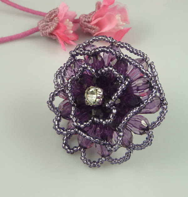 Fashion-Beaded-Flower-Ring-With-Acrylic-and-Seed-Beads (600x628, 169Kb)