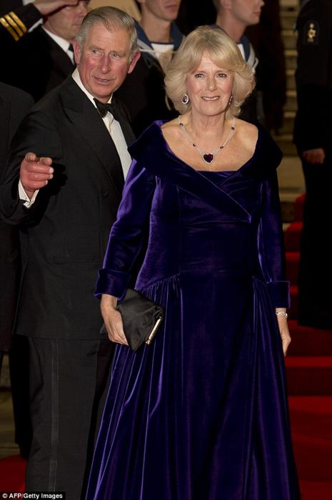 Чарльз с Камиллой на премьере (465x700, 270Kb)