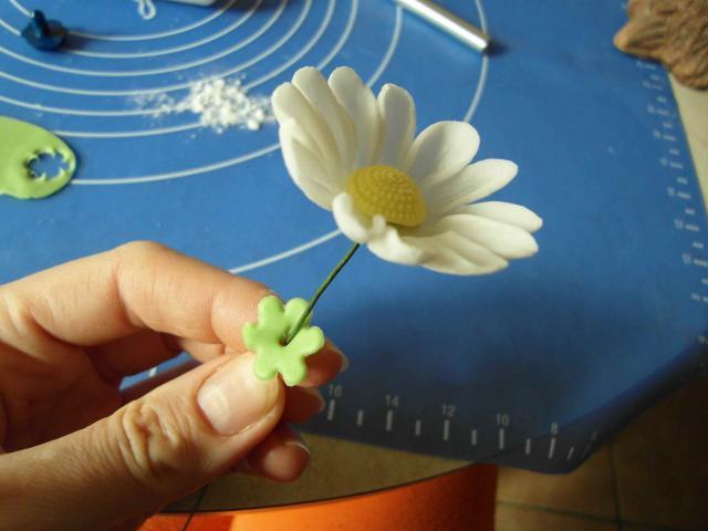 Ромашки из сахарной мастики. Фото мастер-класс (9) (640x480, 192Kb)