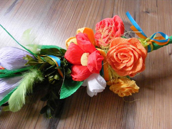Пасхальная ВЕРБА. Декоративная композиция из веточек вербы и цветов из гофрированной бумаги (3) (700x525, 447Kb)
