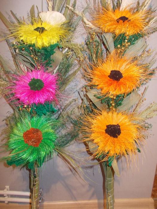 Пасхальная ВЕРБА. Декоративная композиция из веточек вербы и цветов из гофрированной бумаги (8) (525x700, 461Kb)