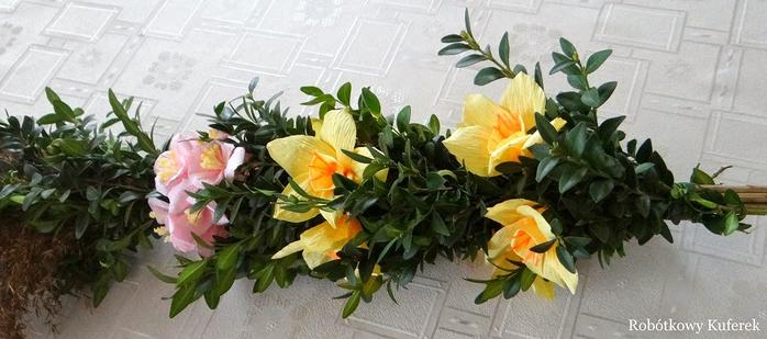 Пасхальная ВЕРБА. Декоративная композиция из веточек вербы и цветов из гофрированной бумаги (28) (700x309, 248Kb)