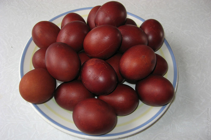easter-eggs-dyed-with-onions-peels (700x466, 61Kb)