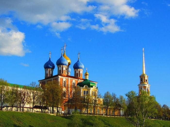 3424885_1024pxVid_na_Ryazanskii_Kreml (700x525, 73Kb)