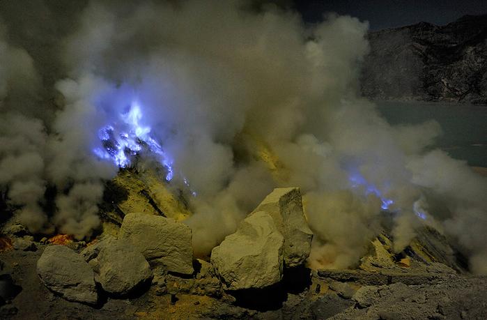 вулкан Кавах Иджен индонезия фото 4 (700x459, 384Kb)