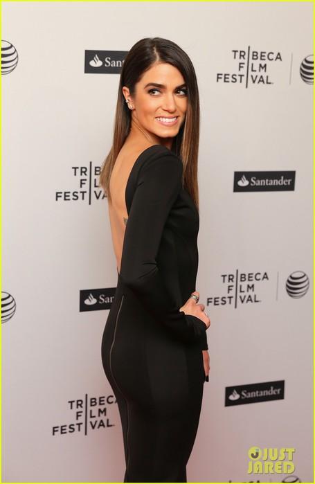 nikki-reed-wears-a-tight-black-dress-looks-amazing-at-tribeca-premiere-08 (455x700, 43Kb)