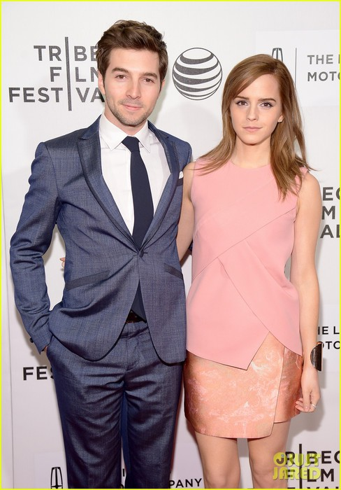 emma-watson-supports-longtime-friend-roberto-aguirre-at-boulevard-tribeca-premiere-01 (488x700, 87Kb)
