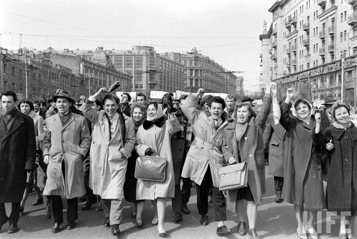 советские люди/3185107_sovetskii_souz_foto (700x468, 92Kb)