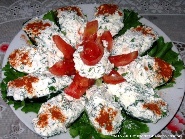 Салаты с творогом и сыром
