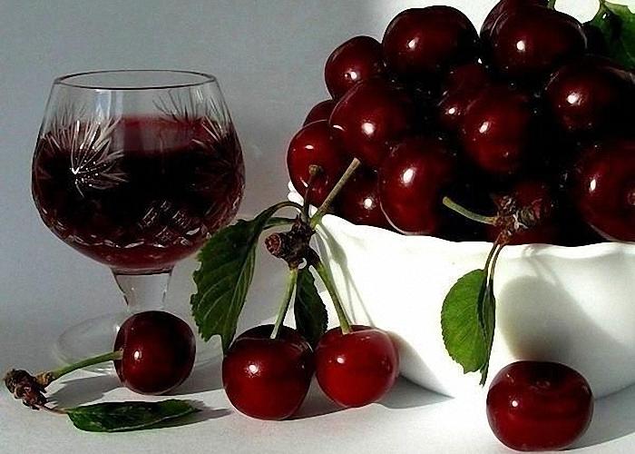 domashnee-vino-iz-vishni-i-smorodiny (700x500, 264Kb)