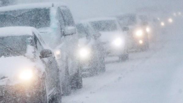 машины-в-пробке-снегопад (599x338, 111Kb)