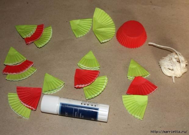 Новогоднее применение бумажных стаканчиков для кексов (3) (620x443, 114Kb)